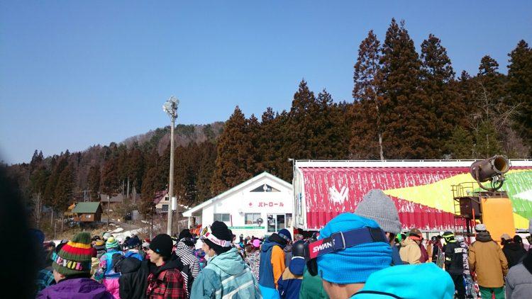 鷲ヶ岳スキー場は相変わらずリフト待ちが長い