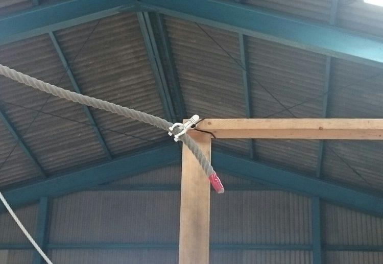 ロープは洗濯クリップで留めてある