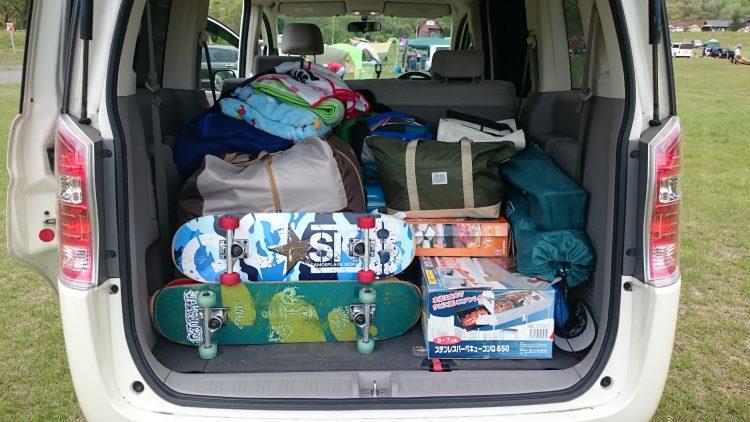 車にスケボー積んでキャンプ場に到着