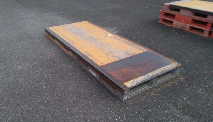 津島東公園にあるパレットを改造した低いカーブボックス