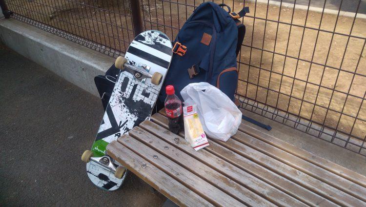 世田谷公園スケートパークのベンチ