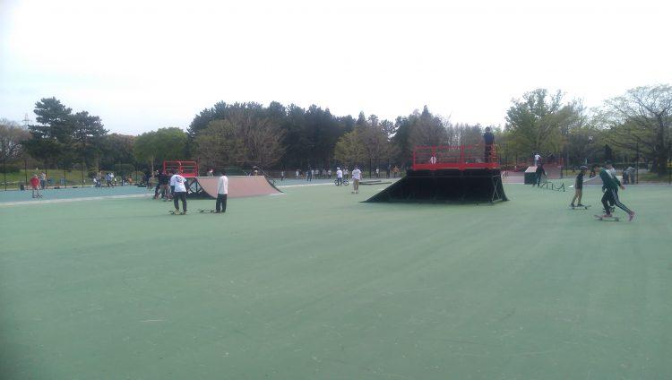 庄内緑地公園スケートパークセクションエリア裏のフラット