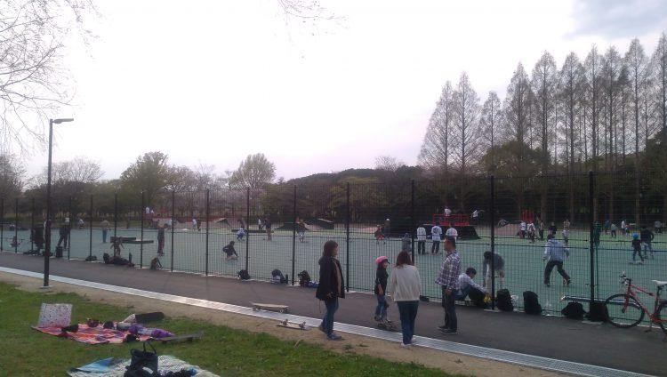 庄内緑地公園スケートパークの外からの様子